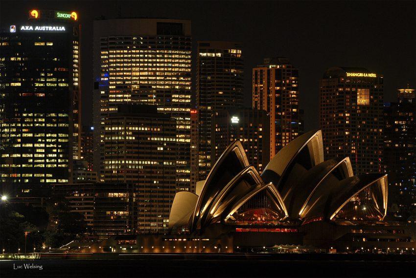 l'opéra de Sydney, surtout très beau la nuit. Mars 2007