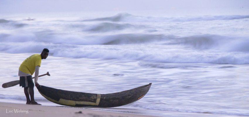 L'instant décisif. La peur se lit dans les yeux de ce jeune pêcheur? Sondrara, 2019, Madagascar