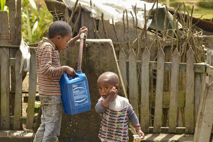 C'est le quotidien des enfants à Madagascar.