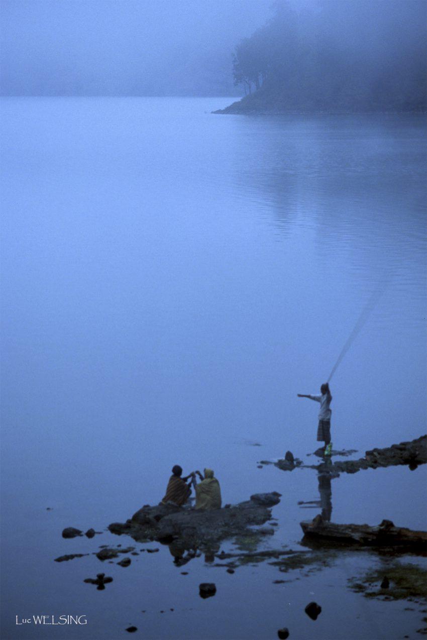 Pêche sur le lac du volcan Rinjani, Lombok, Indonésie, 2005