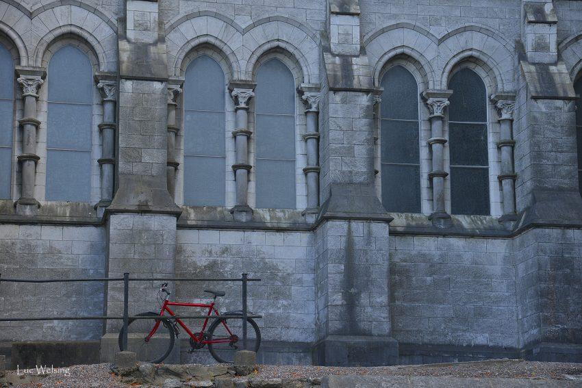 Rouge et bleu, modernité et construction ancestrale. Irlande, Septembre 2014