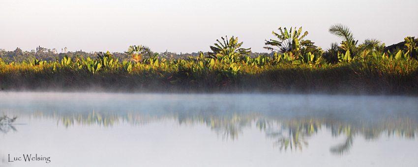 Canal des Pangalanes au petit jour. Madagascar